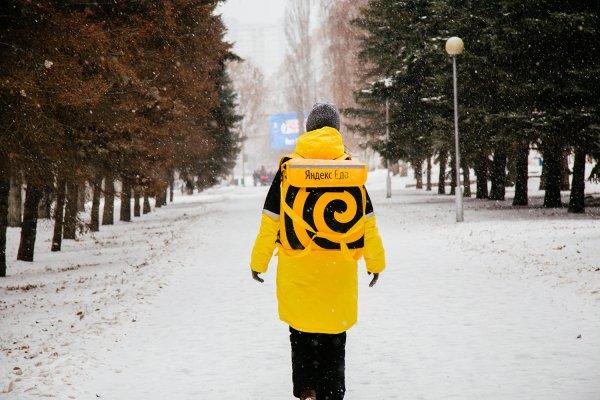 Ты – не ты, когда голоден: В Казани курьер «Яндекс.Еды» доставляет заказы голым