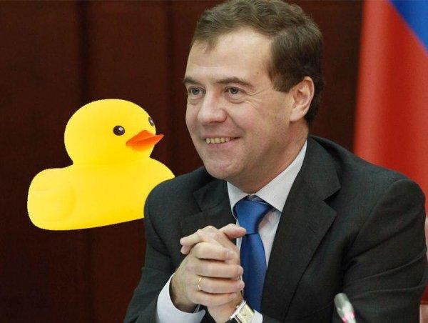«Губки уточкой»: Медведев признался, что много времени проводит за обработкой в Instagram