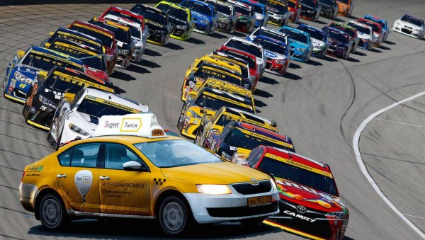 «На халявных тачках гоняют без башки»: водители Яндекс.Такси рассказали, из-за чего в компании так много аварий