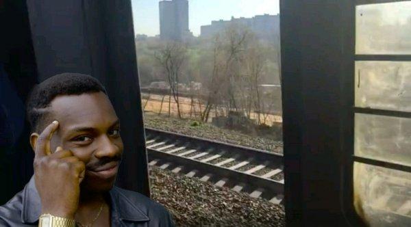 Зато не душно: Пассажиры рискуют выпасть из поездов РЖД из-за неисправных дверей