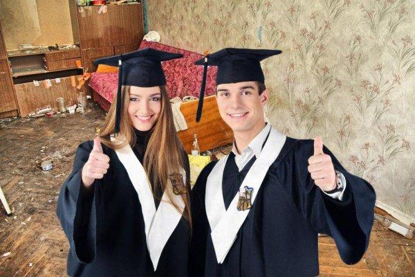 6 человек на 1 унитаз - Студенты рассказали, чего ждать абитуриентам от общежитий лучших вузов РФ