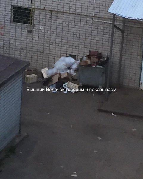 «Уберите свой мусор!» - «Магнит» уличили в создании свалки под окнами клиентов