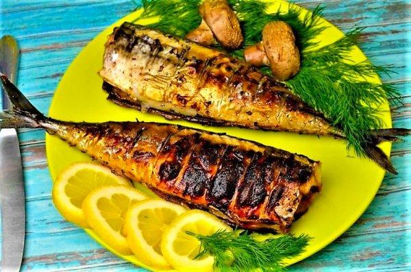 Скумбрия в духовке. Повар раскрыл самый вкусный рецепт запеченной рыбы