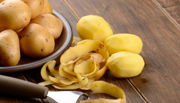 Как быстро почистить картошку без ножа, рассказал эксперт