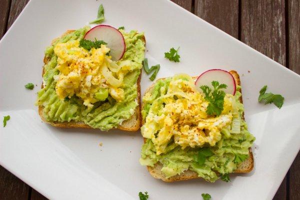 Закуска ПП. Как приготовить бутерброды с авокадо и творожным сыром